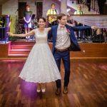 Para młoda w tańcu